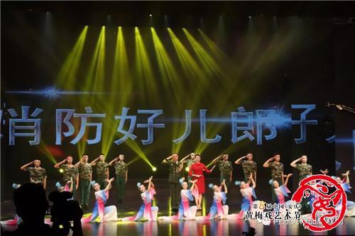 八一晚会,消防官兵们精心编排的节目陆续在安徽省歌舞剧院精彩亮相.图片